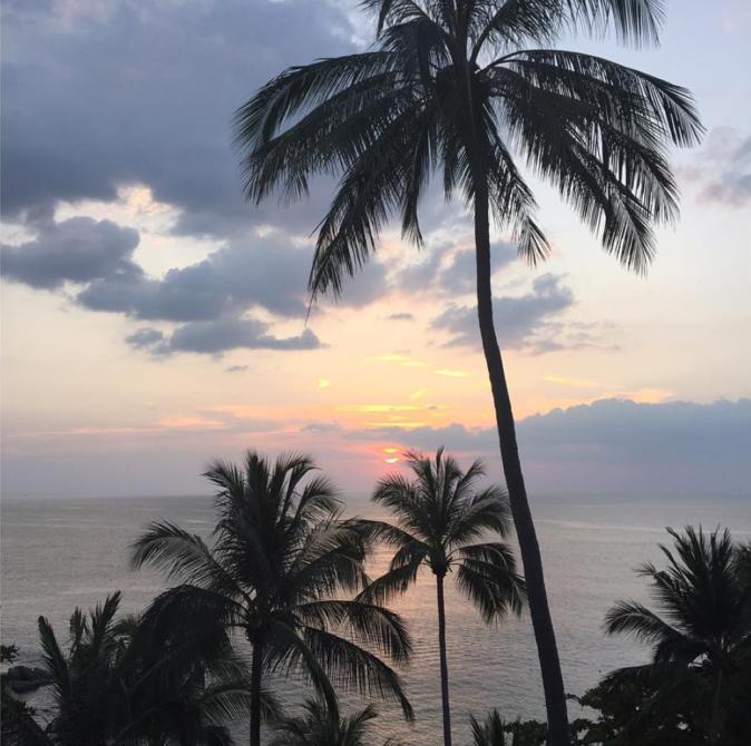 Photos : Rosie Huntington-Whiteley : ses vancances hot à la plage !