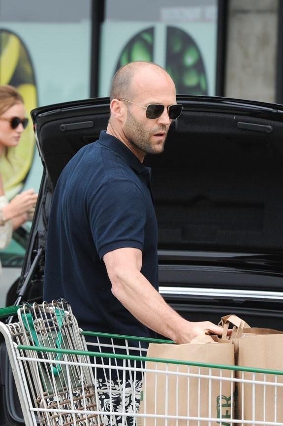 Jason Statham et Rosie Huntington-Whiteley faisant leurs courses à Malibu, le 3 juillet 2011.