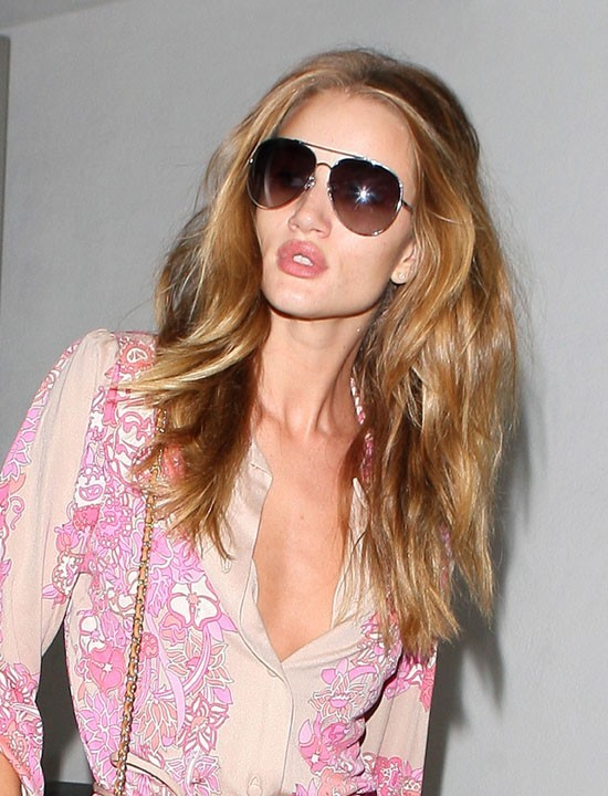 Rosie Huntington-Whiteley sortant du restaurant E. Baldi à Beverly Hills, le 18 août 2011.