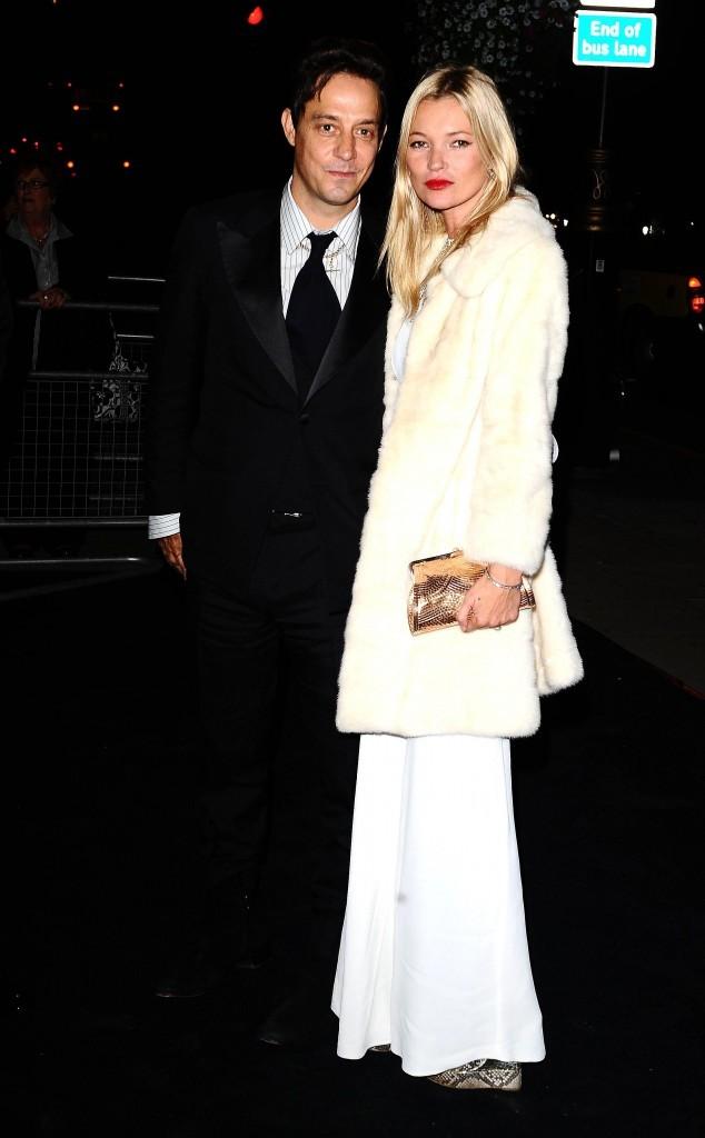 Kate Moss et son mari Jamie Hince lors de la soirée Moët & Chandon Etoile Award Ceremony à Londres, le 19 septembre 2011.