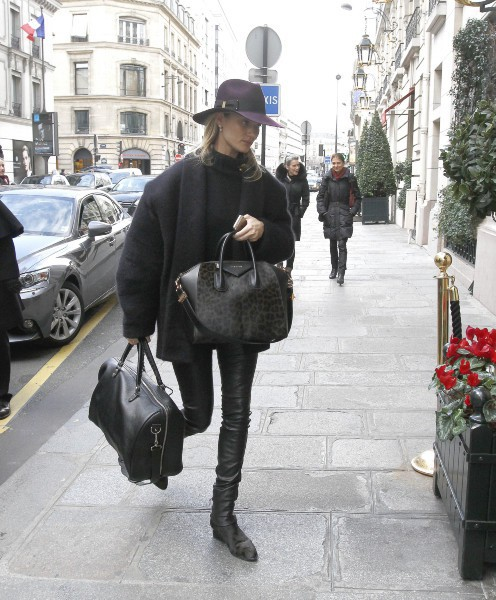 Rosie Huntington-Whiteley à Paris, le 26 février 2014.