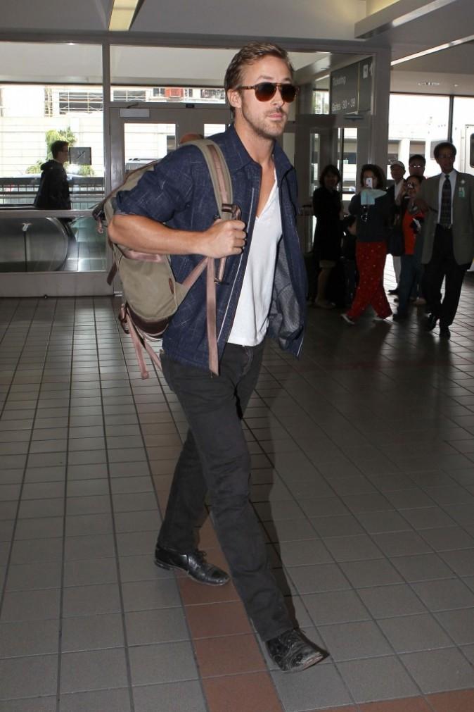 Ryan Gosling à l'aéroport de Los Angeles le 2 juin 2012