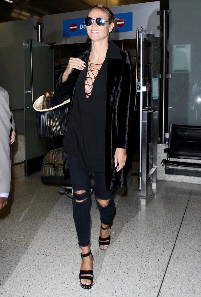 Le total look black comme Heidi Klum