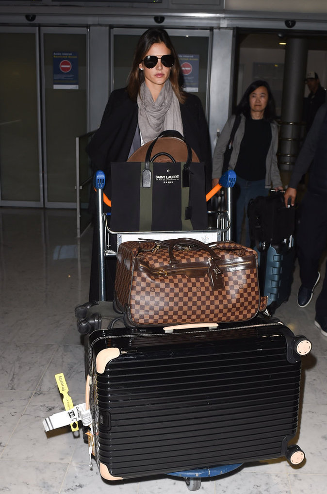 Les grosses valises comme Alessandra Ambrosio