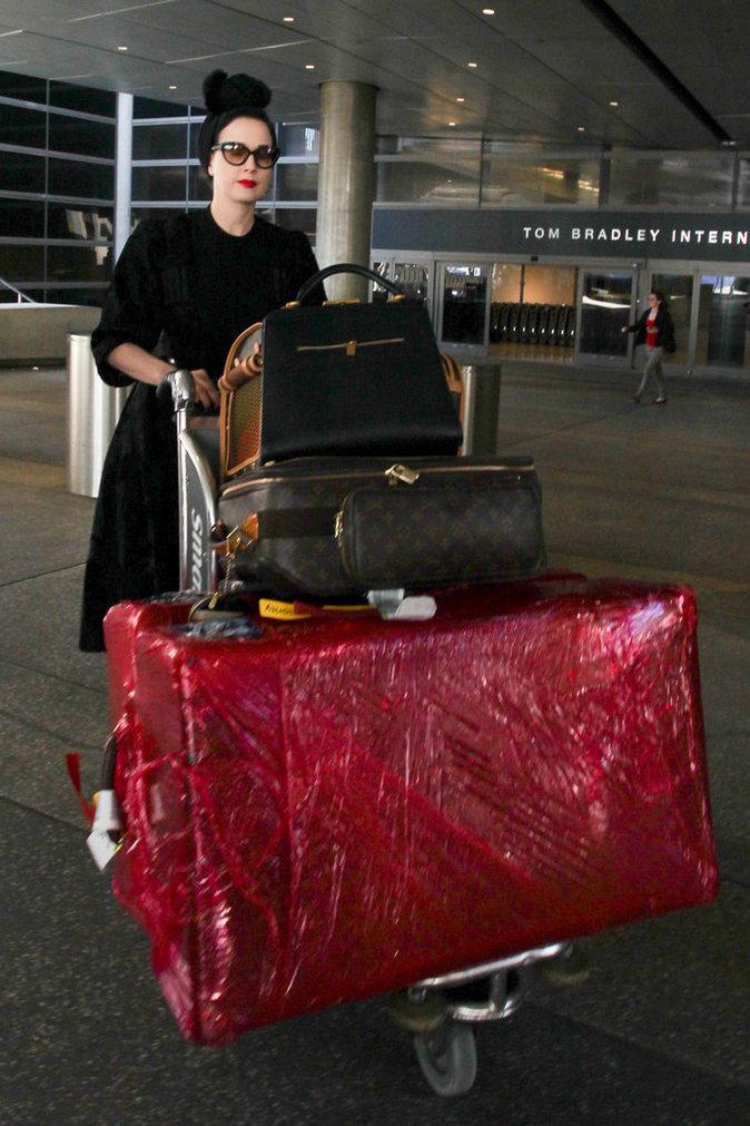 Les grosses valises comme Dita Von Teese