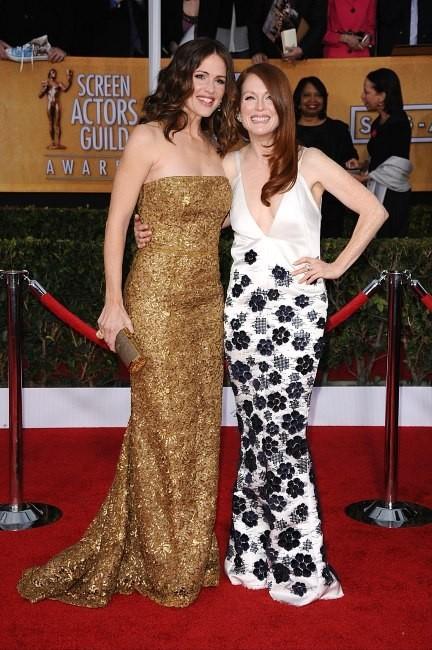 Jennifer Garner et Julianne Moore lors des SAG Awards à Los Angeles, le 27 janvier 2013.