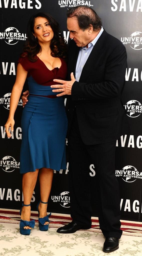 Salma Hayek et Oliver Stone lors de la première du film Savages à Londres, le 19 septembre 2012.