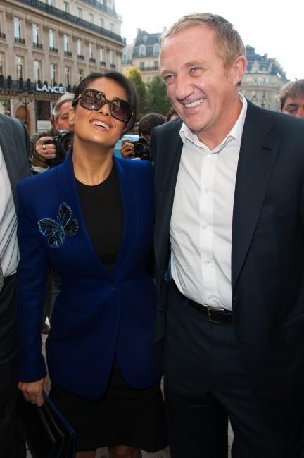 Salma Hayek et François-Henri Pinault se rendant au défilé Stella McCartney à Paris, le 1er octobre 2012.