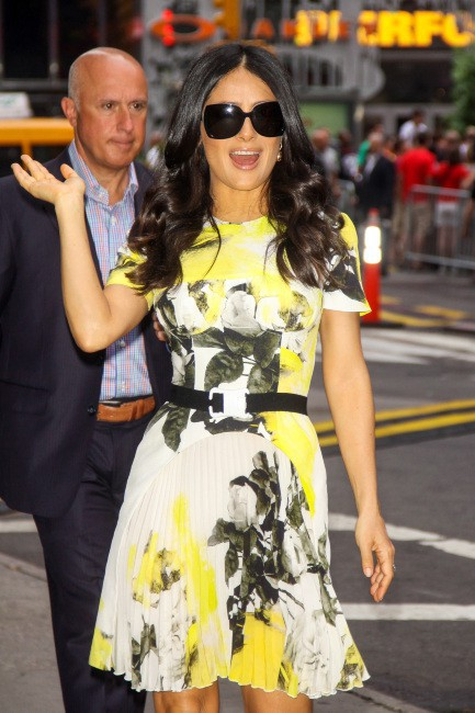 Salma Hayek arrive sur le plateau de Good Morning America à New York, le 11 juillet 2013.