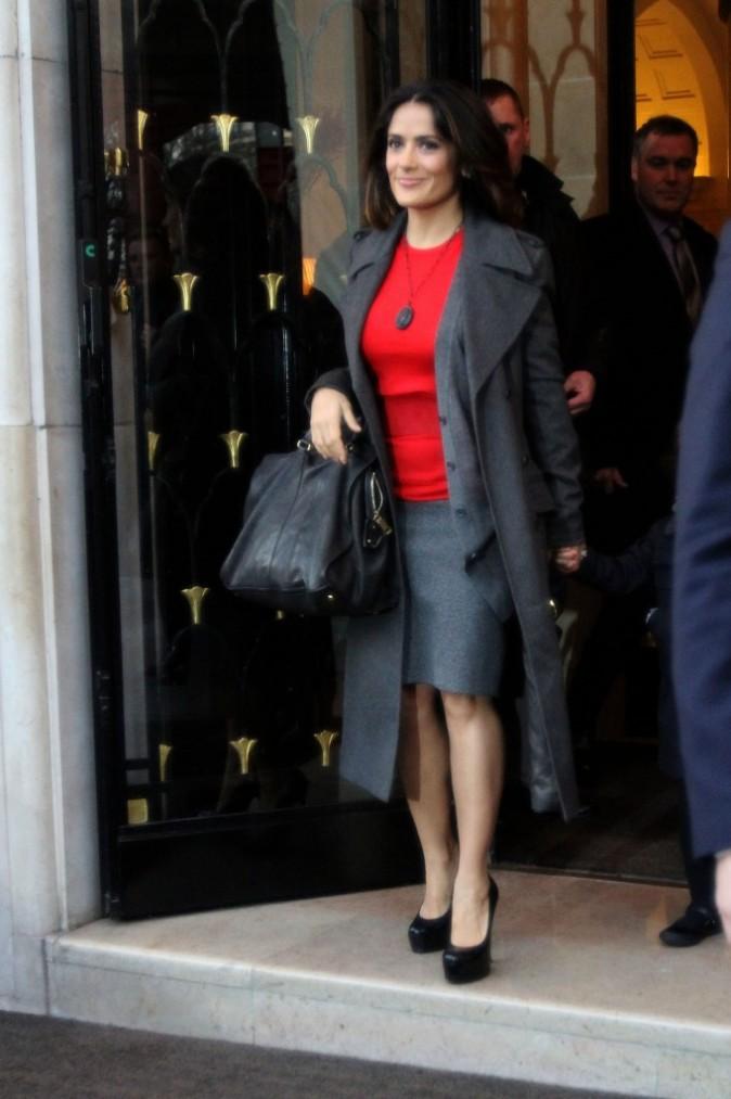 Salma Hayek sortant de son hôtel parisien, le 20 novembre 2011.