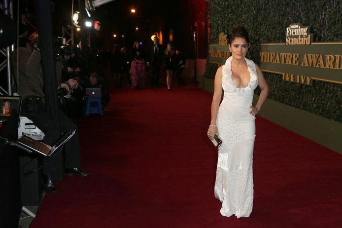 Photos : Salma Hayek sulfureuse et sensuelle sur le red carpet