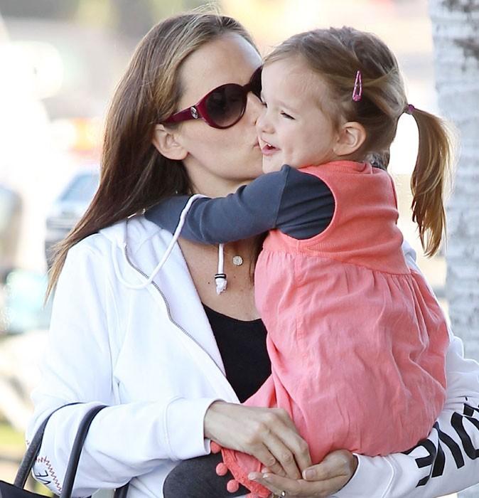 Photos : Jennifer Garner est gaga de ses filles, Violette Seraphina