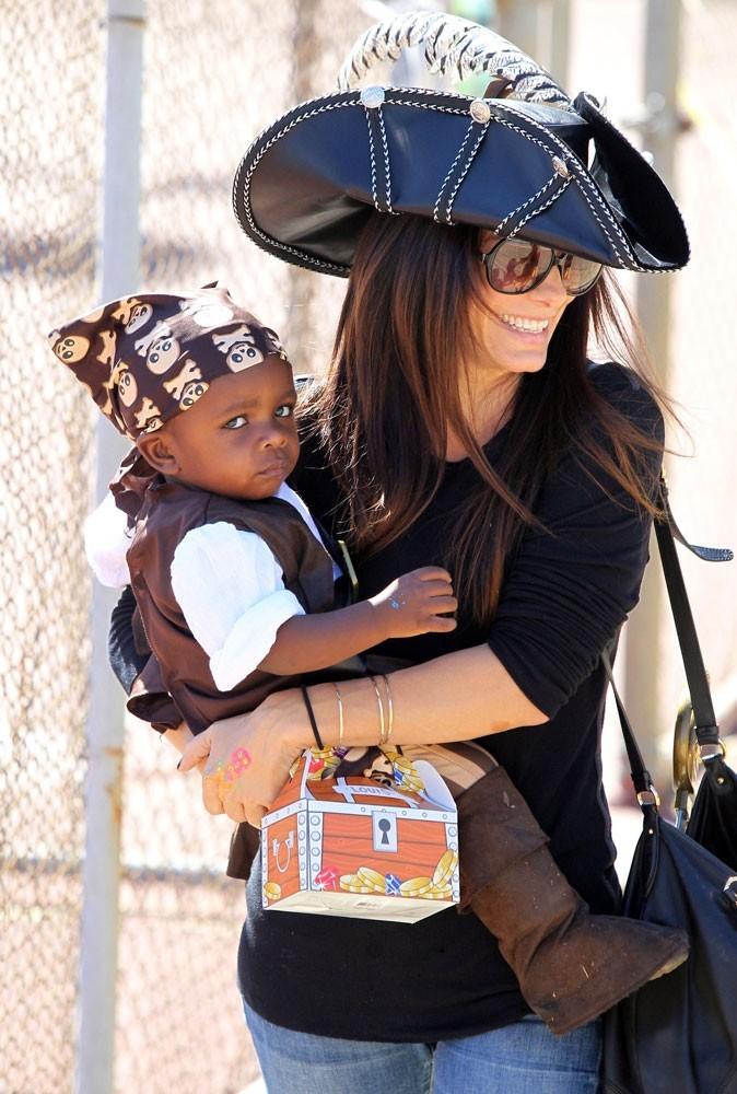 Photos : Sandra Bullock est gaga de son fils Louis