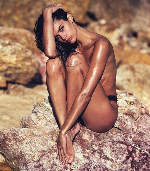 Photos : Sara Sampaio : la bombe portugaise fête ses 25 ans ! Découvrez ses clichés les plus sexy !