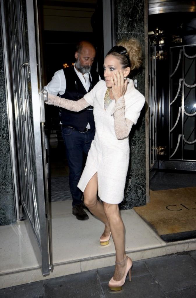 Sarah Jessica Parker effrayée devant l'hôtel Claridges à Londres, le 31 août 2011.