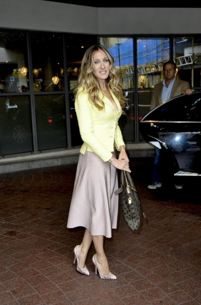 Sarah Jessica Parker rayonnante sortant de son hôtel londonien, le 31 août 2011.