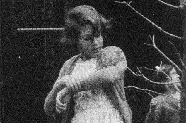 Photos : Saurez-vous retrouver qui est cette adorable fillette devenue une puissante reine ?