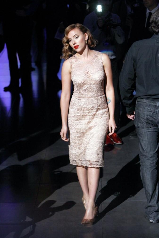 Scarlett Johansson lors du défilé Dolce & Gabbana à Milan, le 25 septembre 2011.