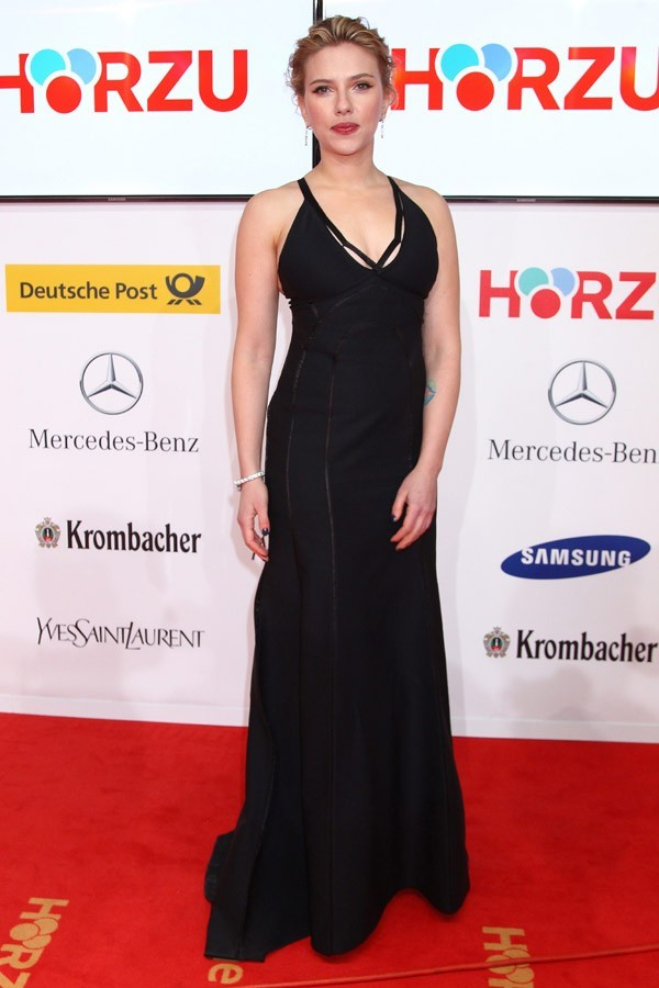 Scarlett Johansson sur le tapis rouge des 47 èmes Golden Camera Awards
