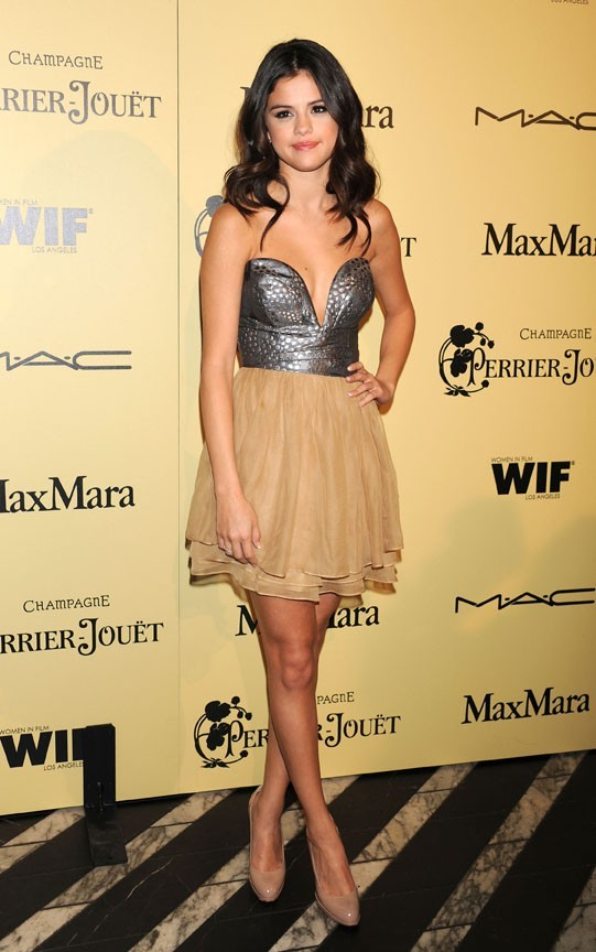 Sexy dans sa robe Ani Lee...