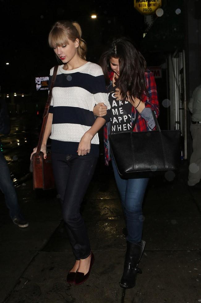 Taylor Swift et Selena Gomez à Los Angelesle 17 novembre 2012