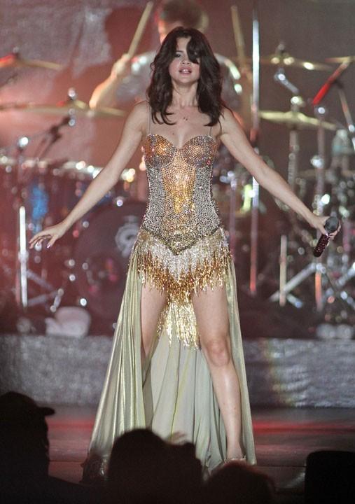 Sexy Selena pour son concert en Floride hier !