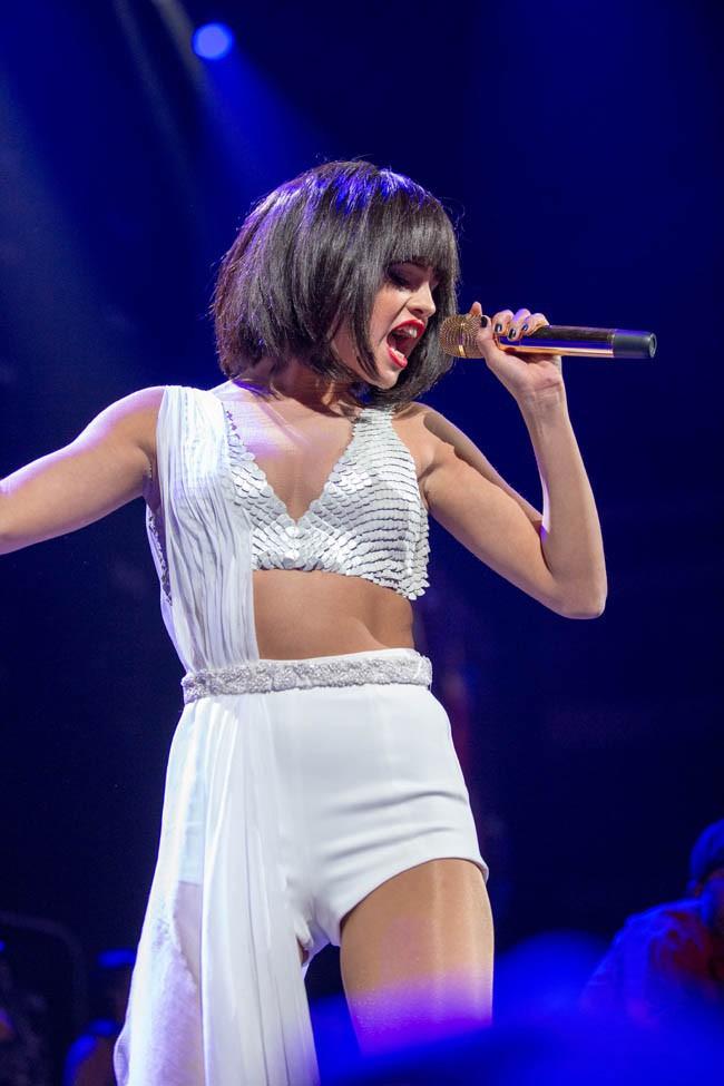 Selena Gomez sur la scène du KISS FM Jingle Ball à Dallas le 2 décembre 2013