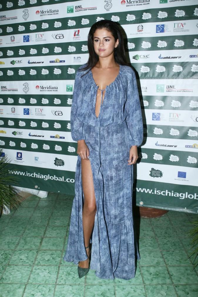 Photos : Selena Gomez : gambette à l'air et décolleté plongeant… à Ischia, la bella ragazza a mis le paquet !