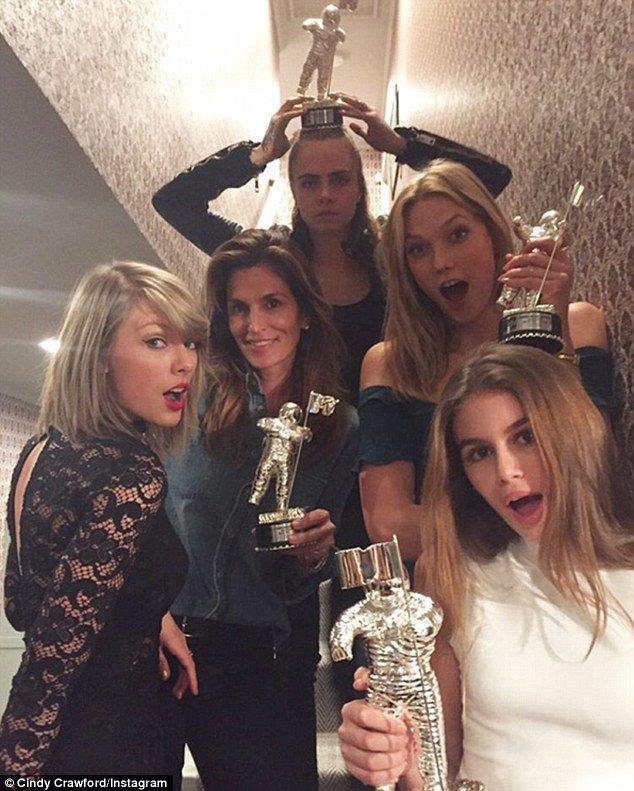 L'armée de Taylor Swift le 19 novembre 2015