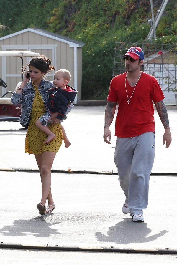 Selena joue les apprenties mamans !