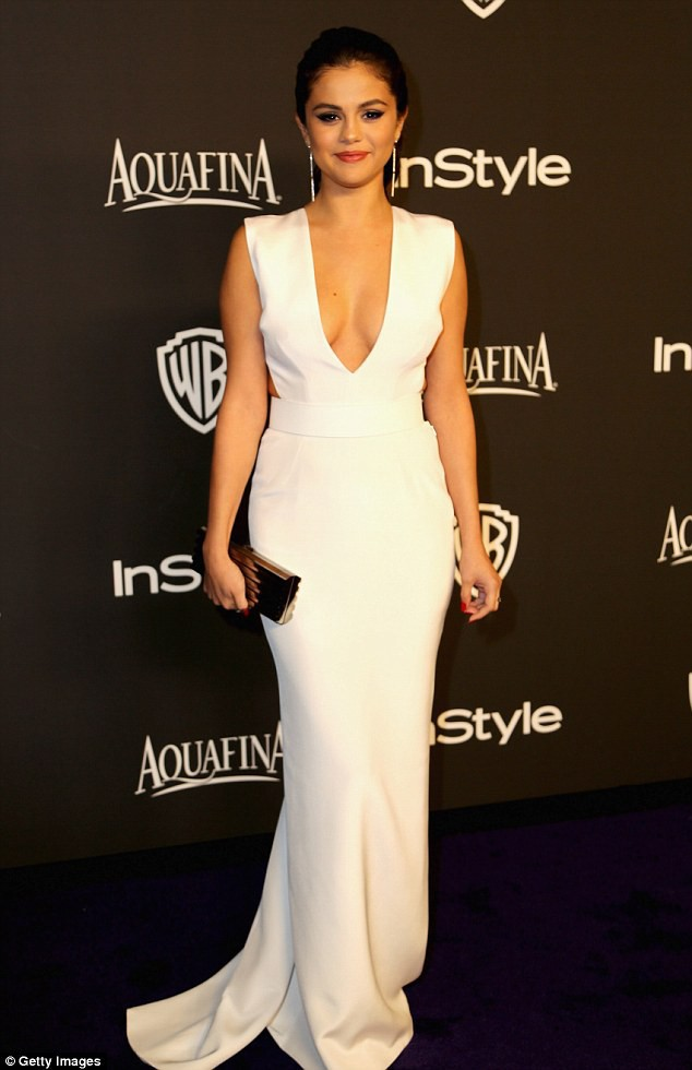 Photos : Selena Gomez : très complexée, la preuve !
