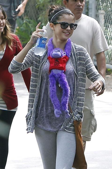 Selena Gomez dans un zoo de Los Angeles hier avec sa famille !
