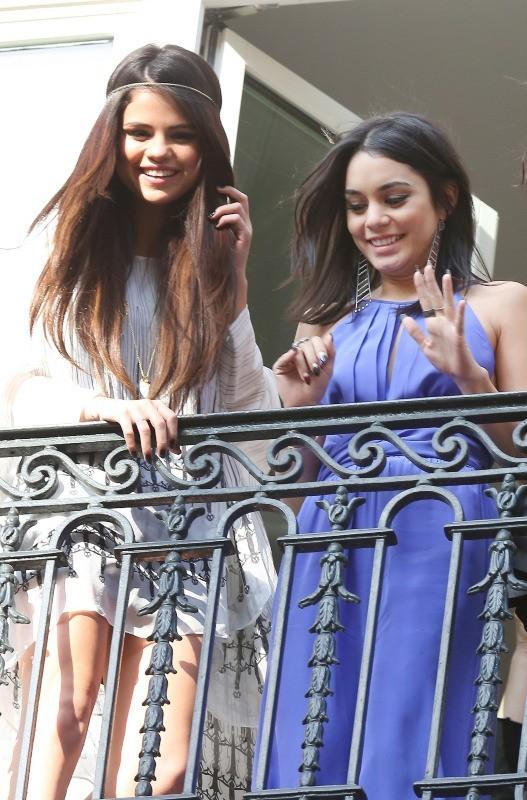 Selena Gomez et Vanessa Hudgens à Paris, le 17 février 2013.