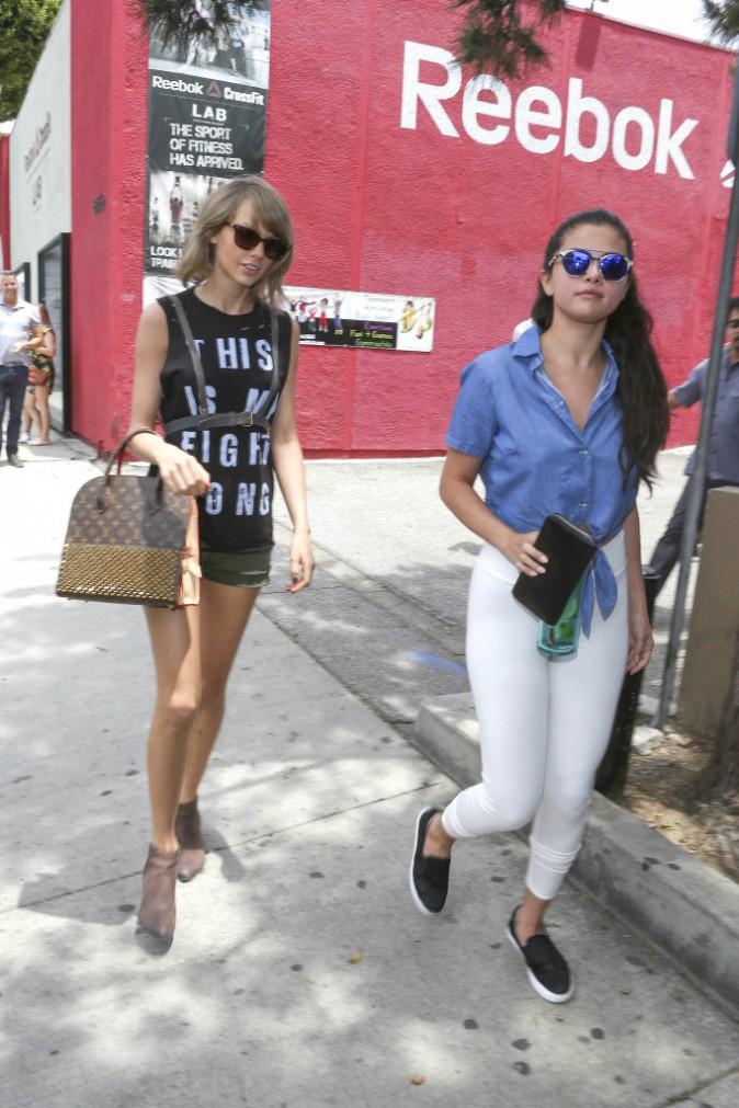 Photos : Selena Gomez ventre à l'air pour retrouver Taylor Swift !
