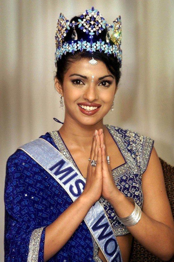 Priyanka Chopra couronnée Miss Monde en 2000