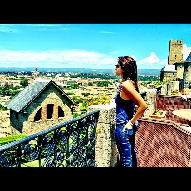 Contemplant la beauté de Carcassonne