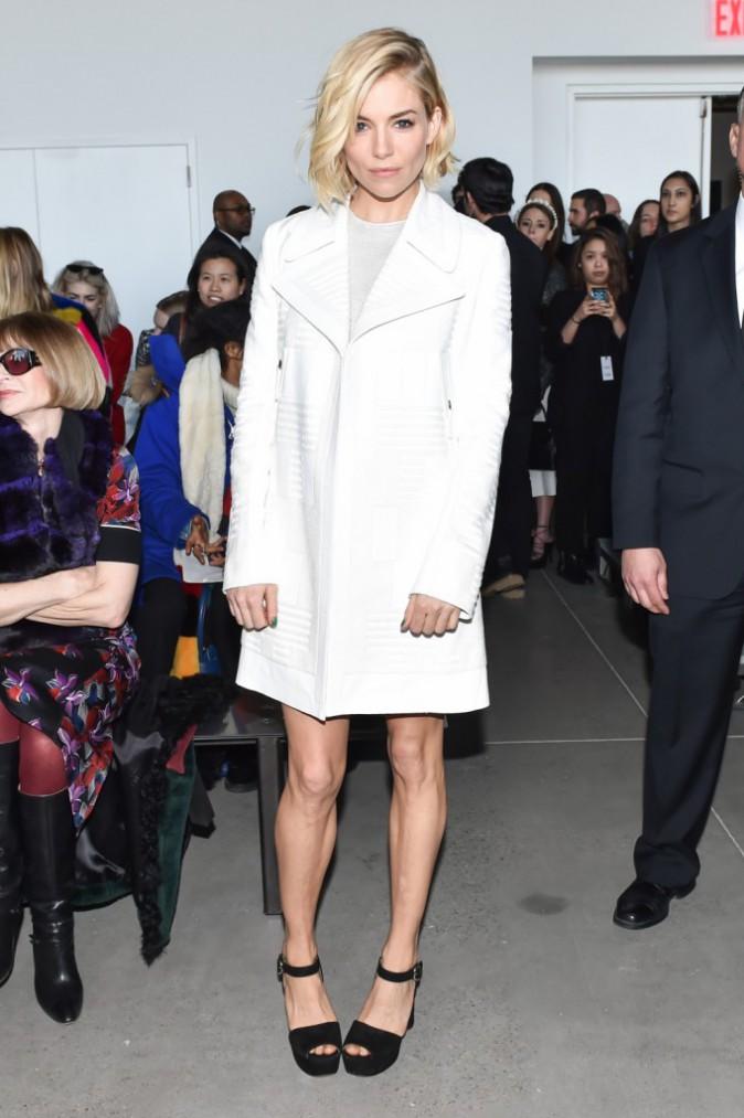 Photos : Sienna Miller : canon en blanc pour Calvin Klein, Anna Wintour valide !