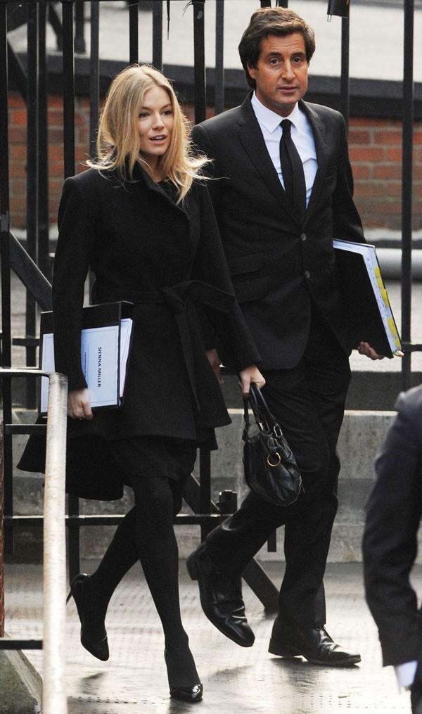 Avec son avocat
