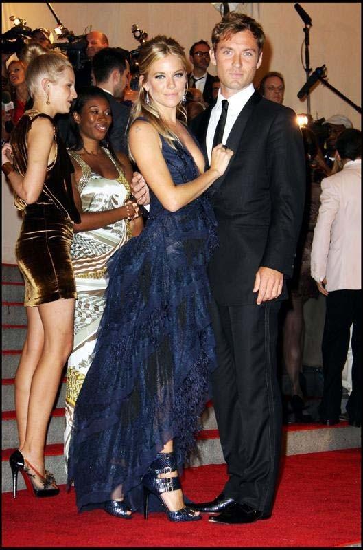 Jude Law et Sienna Miller au Costume Institute Gala 2010, le 3 mai 2010 à New York.
