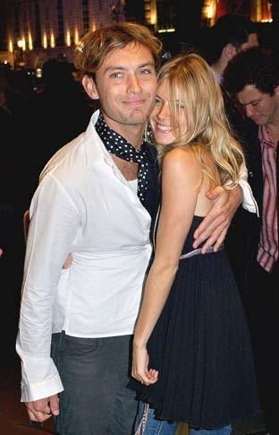 Jude Law et Sienna Miller lors de la soirée Live 8 aftershow au Cafe Royal à Londres, le 2 juillet 2005.