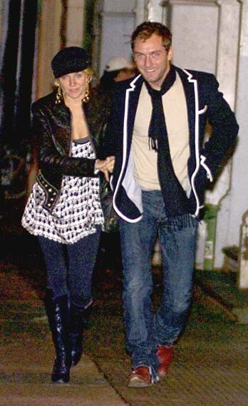 Jude Law et Sienna Miller sortant du Mercer Hotel à New York, le 22 novembre 2005