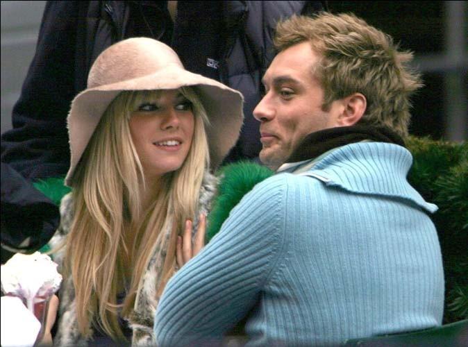 Sienna Miller et Jude Law sur le tournage du film Irresistible Alfie à New York, le 18 novembre 2003.