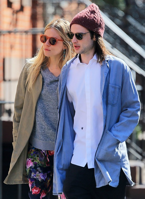 Sienna Miller et Tom Sturridge en balade en amoureux à New York !
