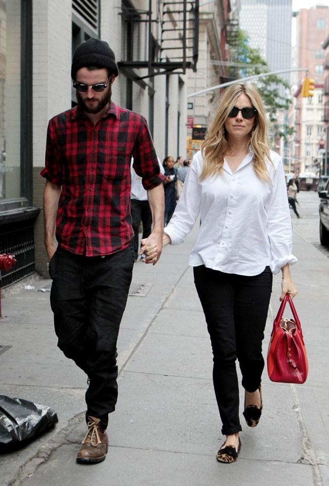 Sienna Miller et Tom Sturridge le 8 octobre 2012 à New York