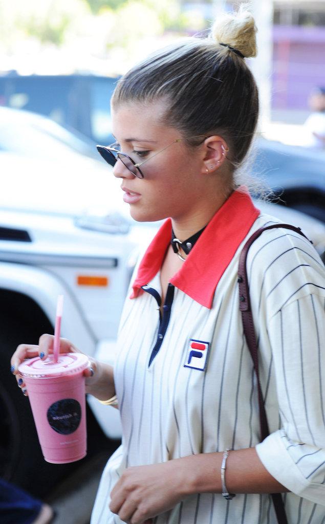 Sofia Richie se promène dans les rues de Los Angeles ce jeudi 18 août