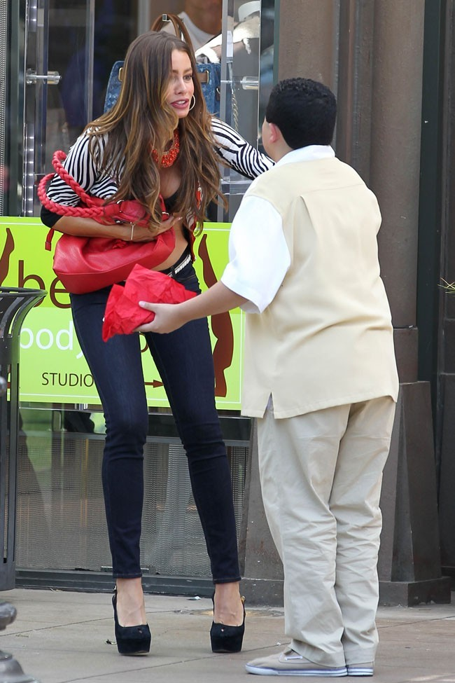 Sofia Vergara en plein tournage le 7 août 2012 à Los Angeles