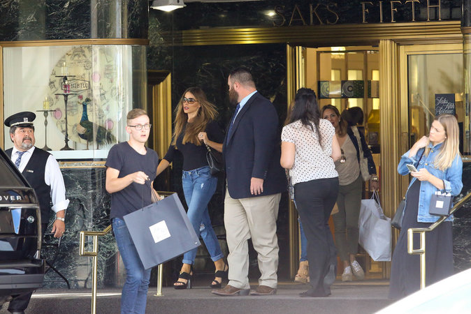 Sofia Vergara fait du shopping à Beverly Hills ce mercredi 14 septembre 2016