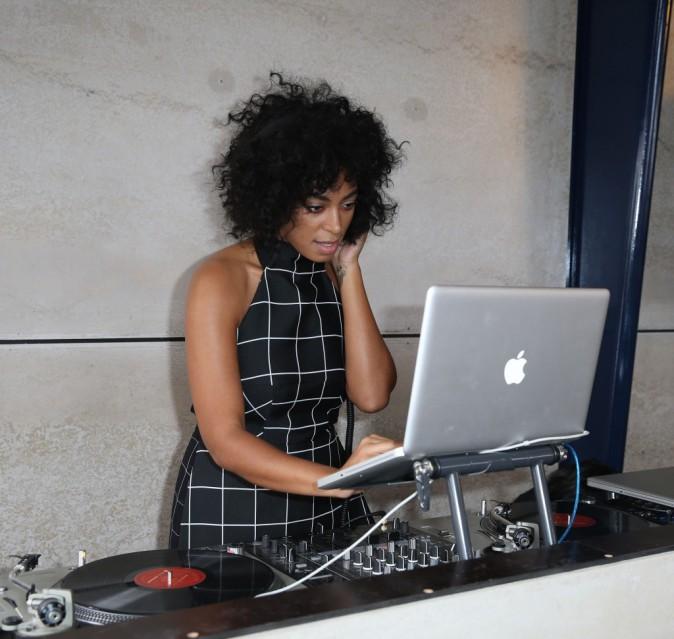 Photos : Solange Knowles : elle joue les DJ classy en Australie !