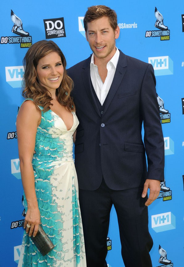 Sophia Bush avec Dan Fredinburg sur le tapis rouge des Do Something Awards à Hollywood le 31 juillet 2013