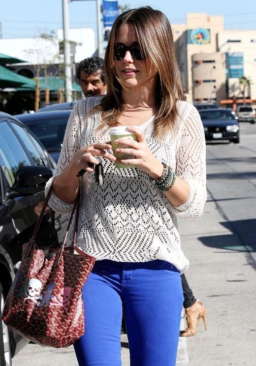 Sophia Bush dans les rues Los Angeles le 26 octobre 2012